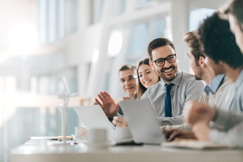 Quais são os fluxos de comunicação possíveis dentro da empresa?